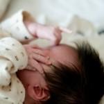 赤ちゃんの汗疹の治し方!腕や顔にできないようにする対策!