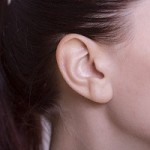 耳たぶのほくろは人相占いでいい意味が?しこりがあると病気の可能性も?