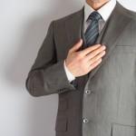 スーツや制服のテカリの原因!テカリを取る方法やお手入れ方法は?