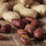 ピーナッツの食べ過ぎは太る?ニキビや腹痛、アレルギーになることも?