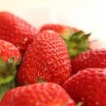 いちごの食べ過ぎは太る?下痢や肌荒れ、腹痛の原因になることも?