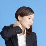 首筋の痛みの原因!右だけ左だけの場合やしこりがある場合は?